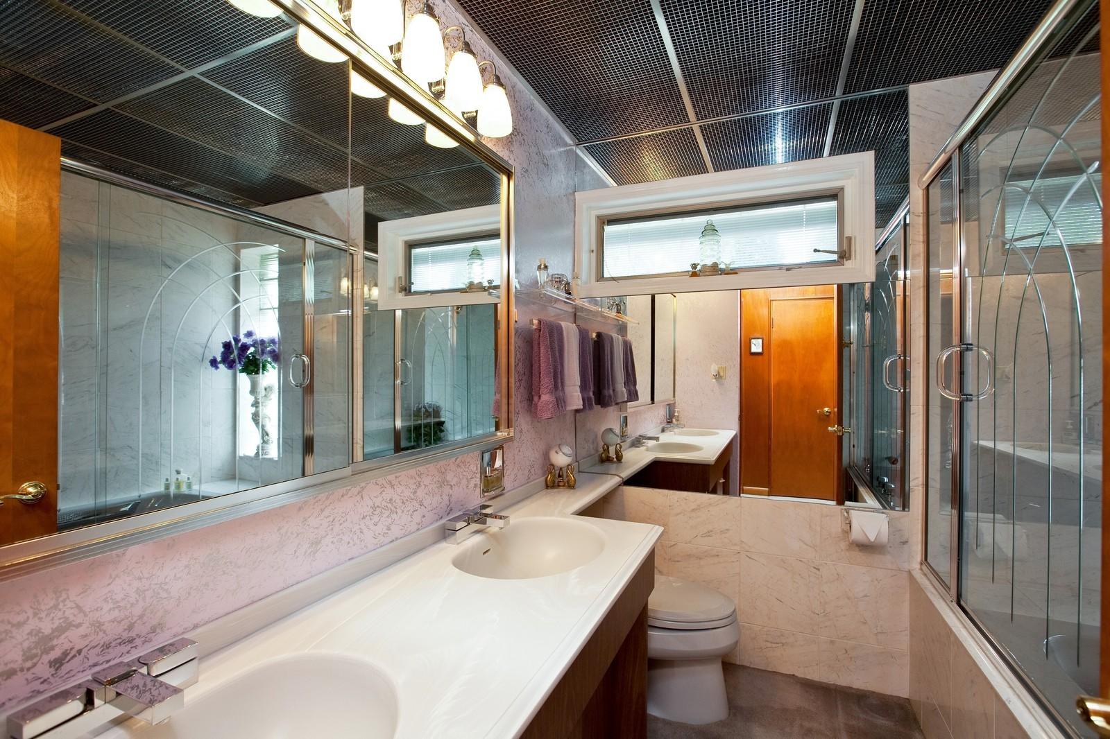 Real Estate Photography - 131 Woodland Dr, Oak Brook, IL, 60523 - Bathroom