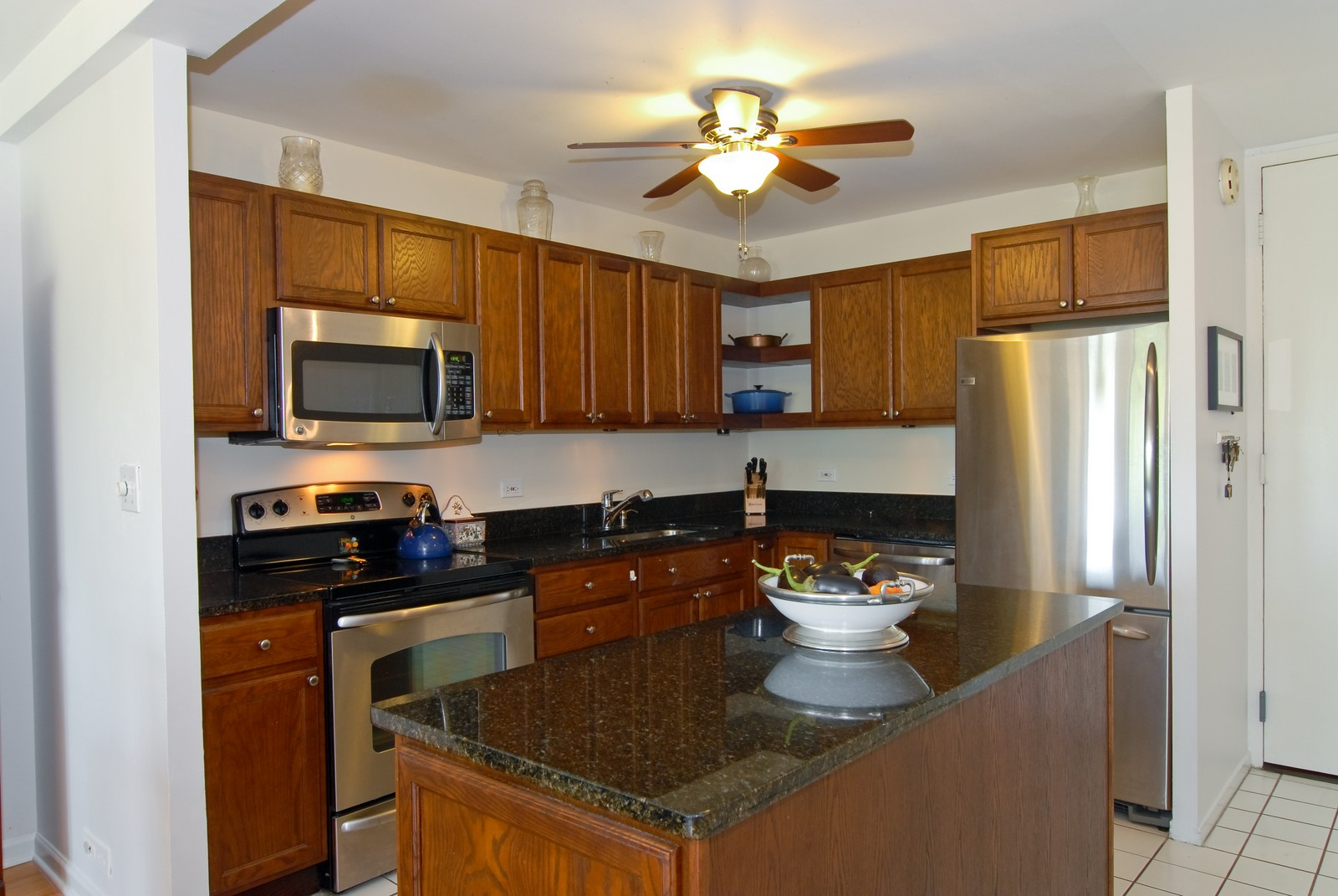 Real Estate Photography - 1660 N LaSalle, Unit 409, Chicago, IL, 60614 - Kitchen