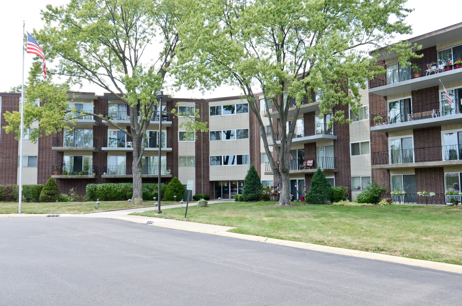 Real Estate Photography - 5540 Walnut, Unit 35C, Downers Grove, IL, 60515 - Front View