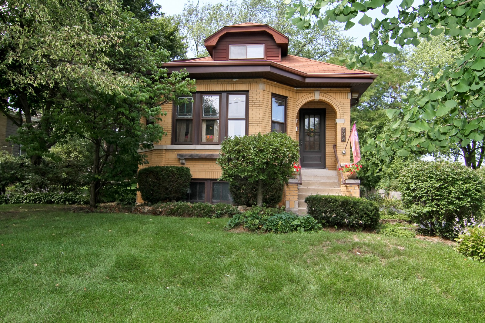 Real Estate Photography - 324 Lorraine, Glen Ellyn, IL, 60137 - Front View