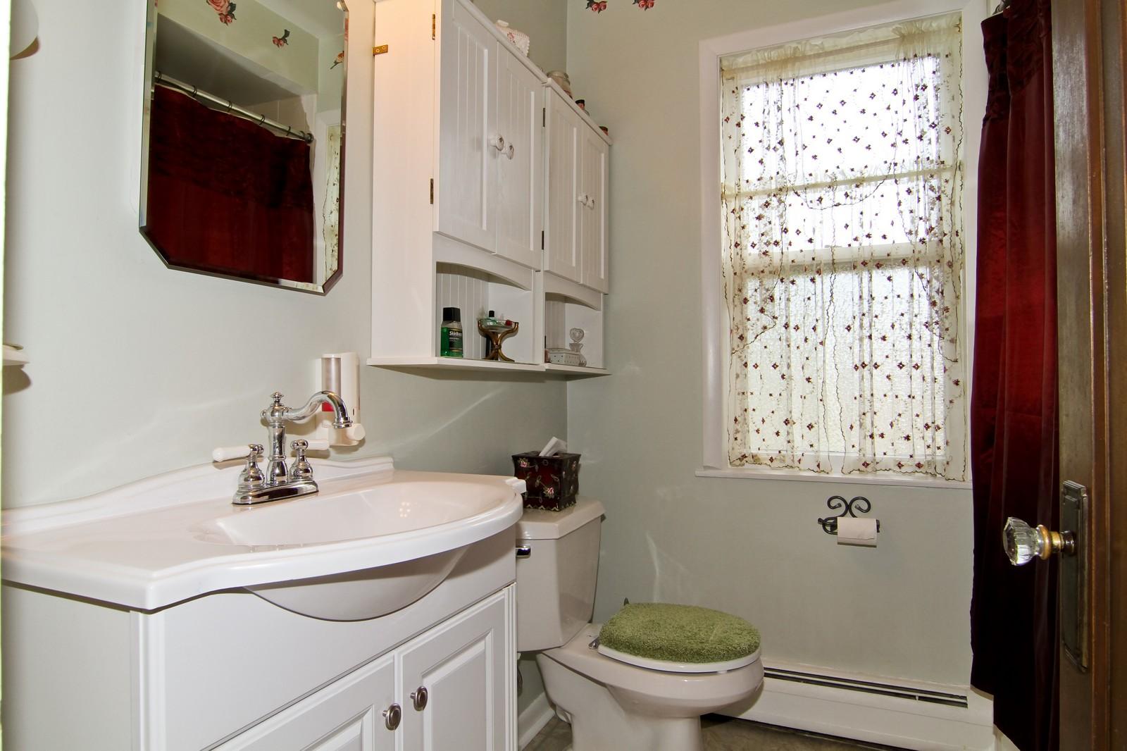 Real Estate Photography - 324 Lorraine, Glen Ellyn, IL, 60137 - Bathroom