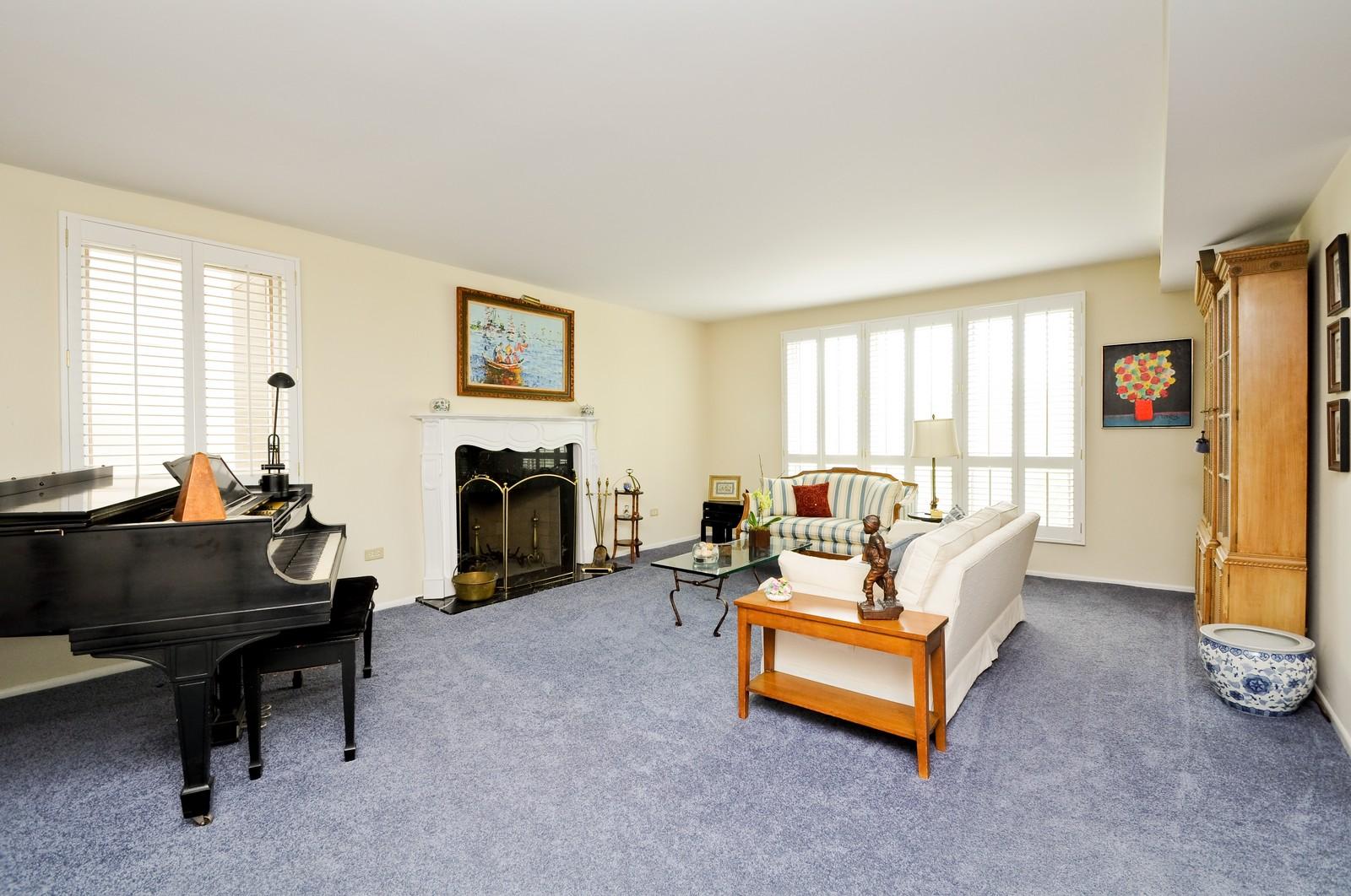 Real Estate Photography - 640 Winnetka, 306, Winnetka, IL, 60093 - Living Room