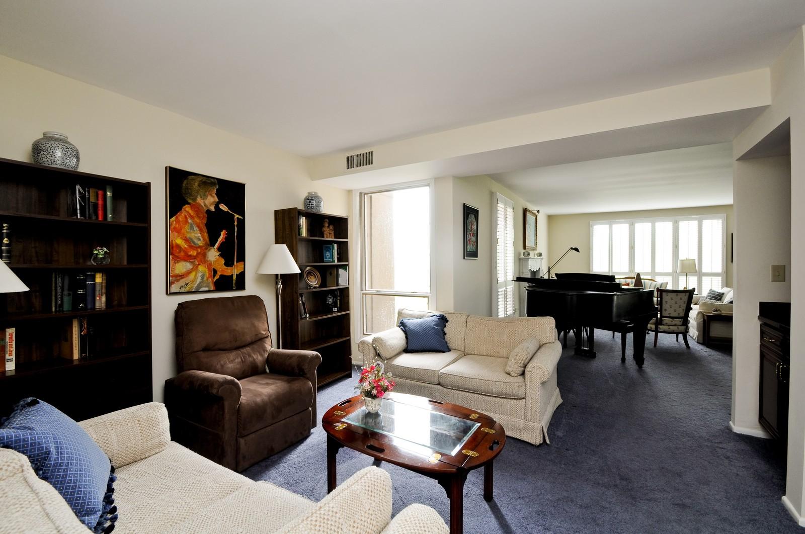 Real Estate Photography - 640 Winnetka, 306, Winnetka, IL, 60093 - Family Room