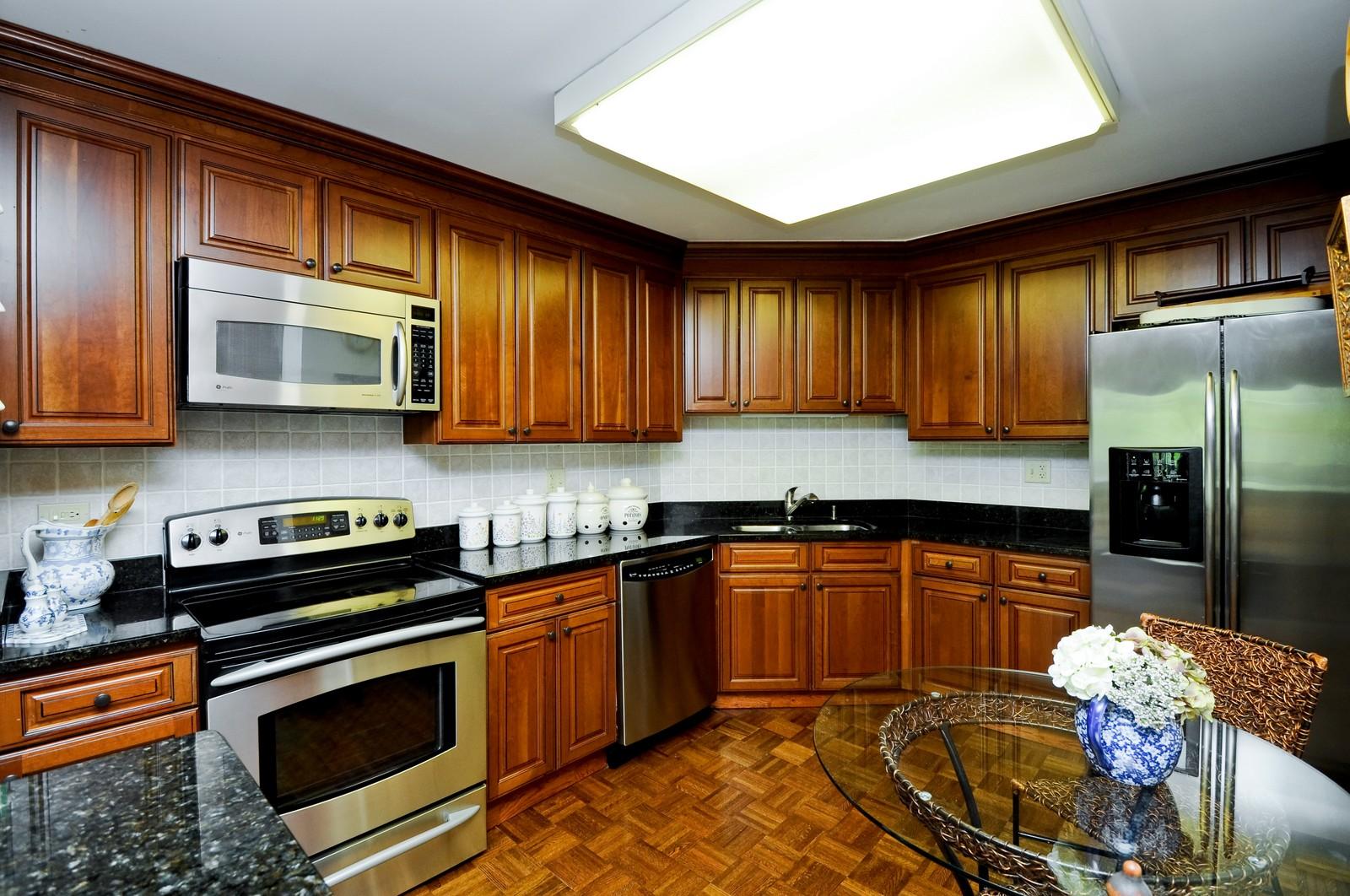 Real Estate Photography - 640 Winnetka, 306, Winnetka, IL, 60093 - Kitchen