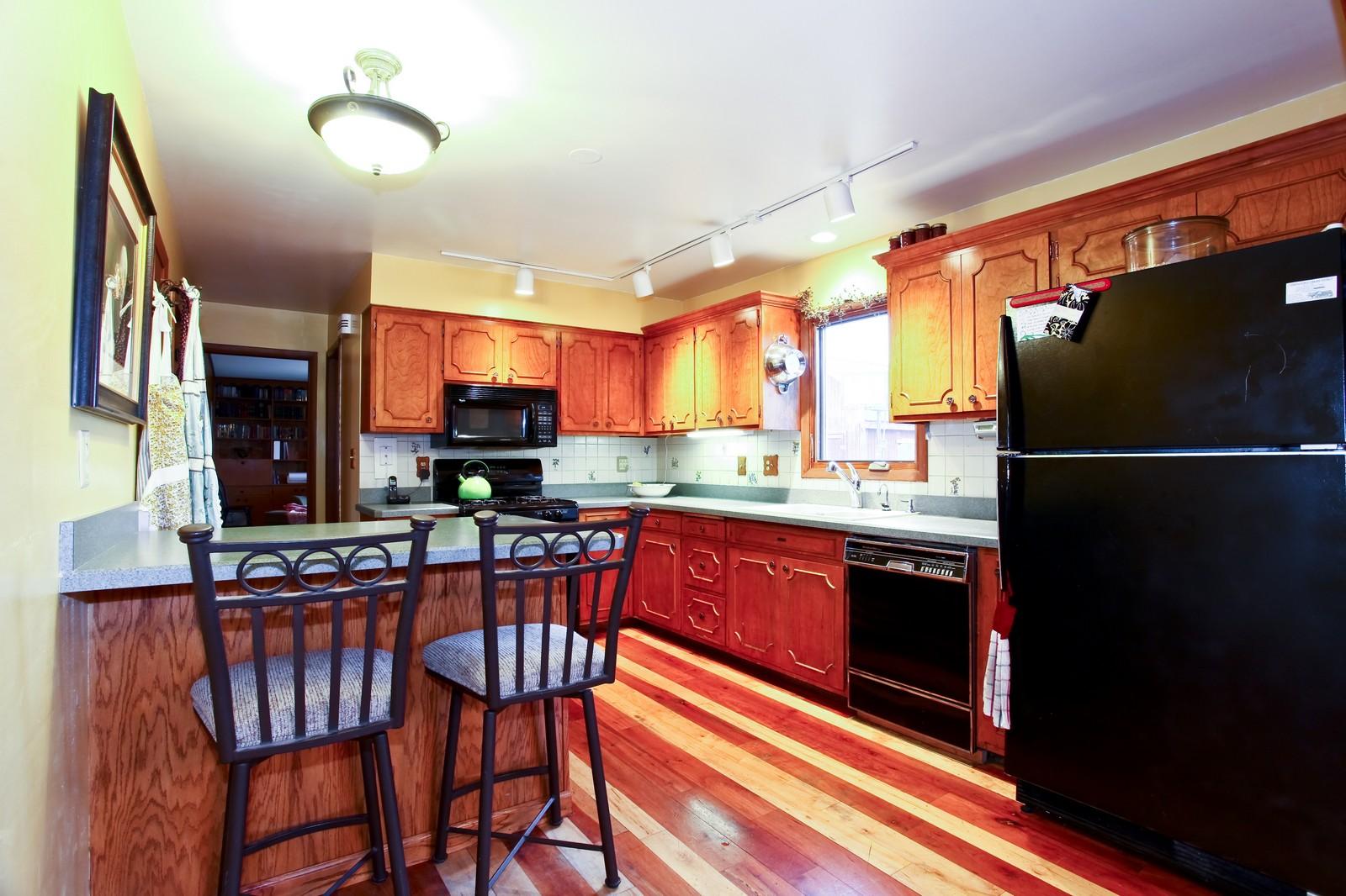 Real Estate Photography - 1515 Meadows Road, Geneva, IL, 60134 - Kitchen
