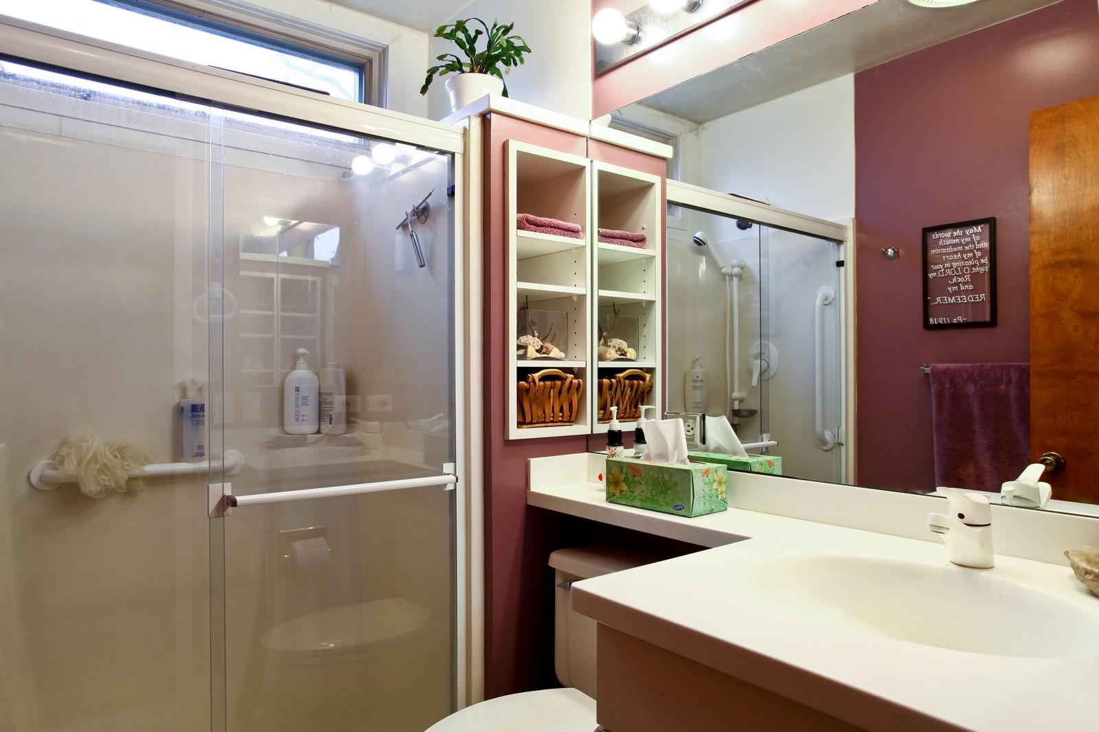 Real Estate Photography - 1515 Meadows Road, Geneva, IL, 60134 - Bathroom