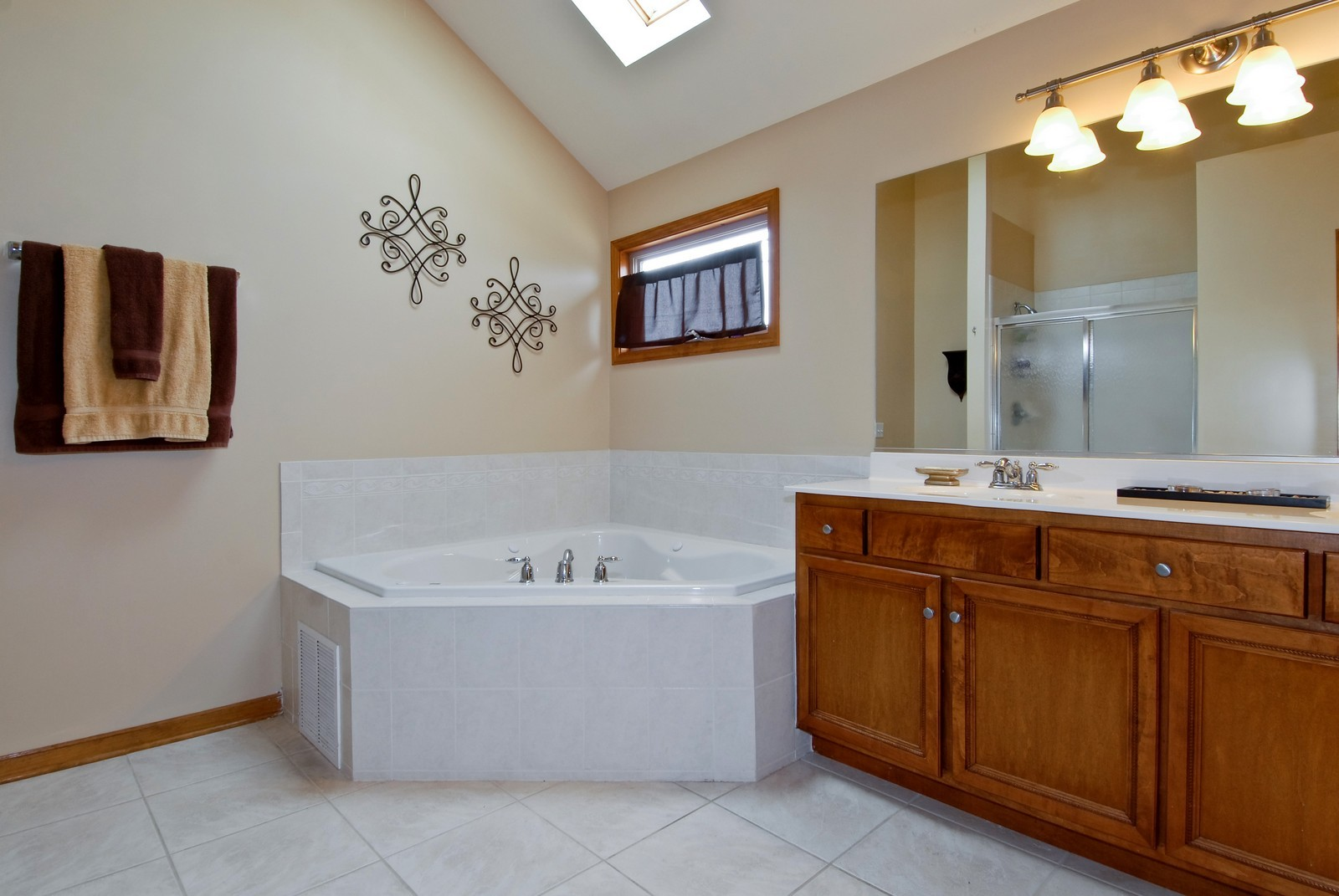 Real Estate Photography - 13232 Birdseye Court, Plainfield, IL, 60585 - Master Bathroom