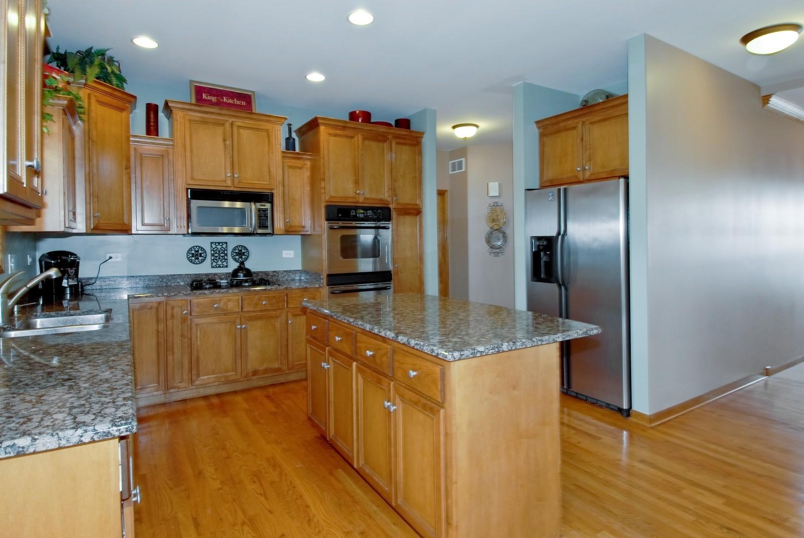 Real Estate Photography - 13232 Birdseye Court, Plainfield, IL, 60585 - Kitchen