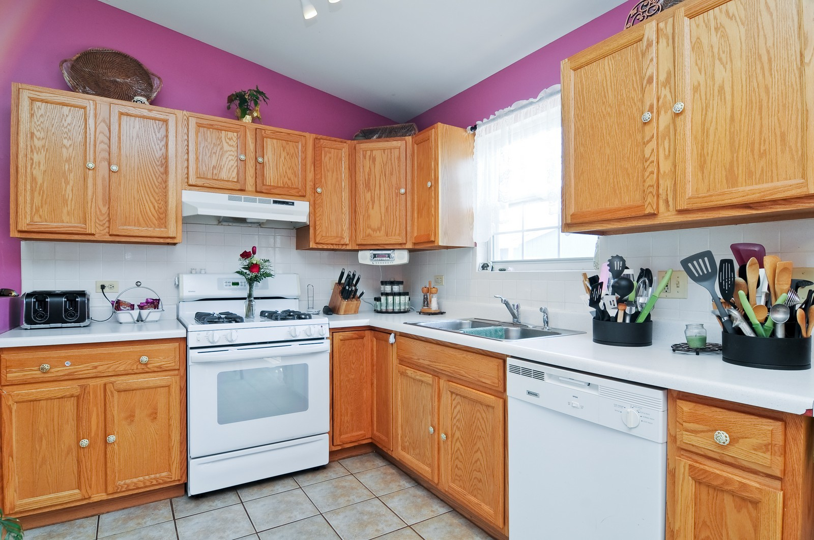 Real Estate Photography - 10625 Yorkhouse Rd, Beach Park, IL, 60087 - Kitchen