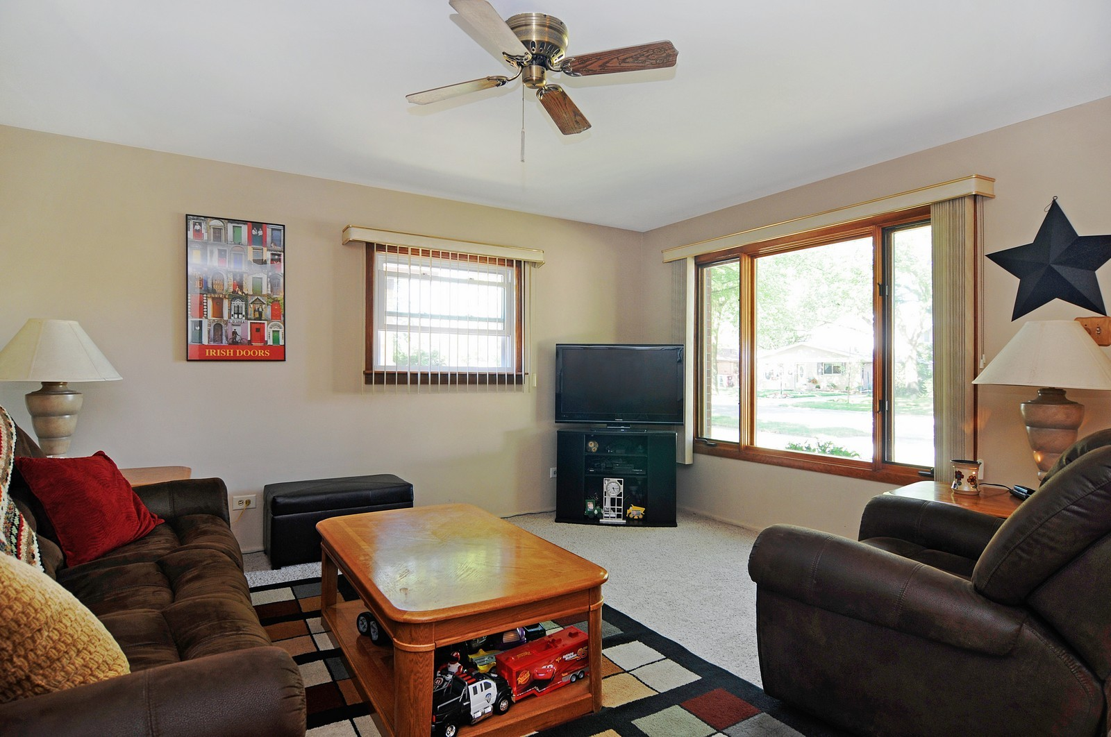 Real Estate Photography - 813 Sunnyside, Thorton, IL, 60430 - Living Room