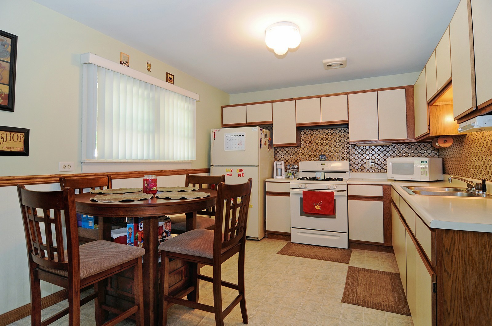 Real Estate Photography - 813 Sunnyside, Thorton, IL, 60430 - Kitchen