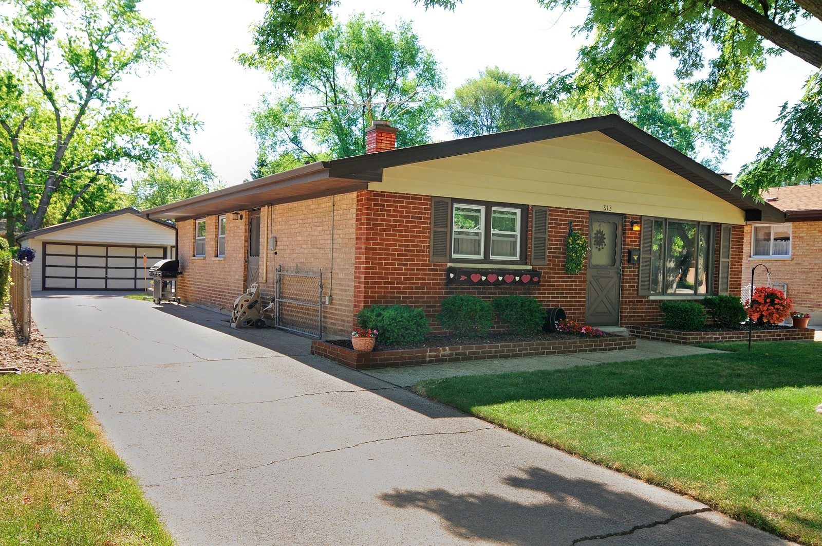 Real Estate Photography - 813 Sunnyside, Thorton, IL, 60430 - Front View