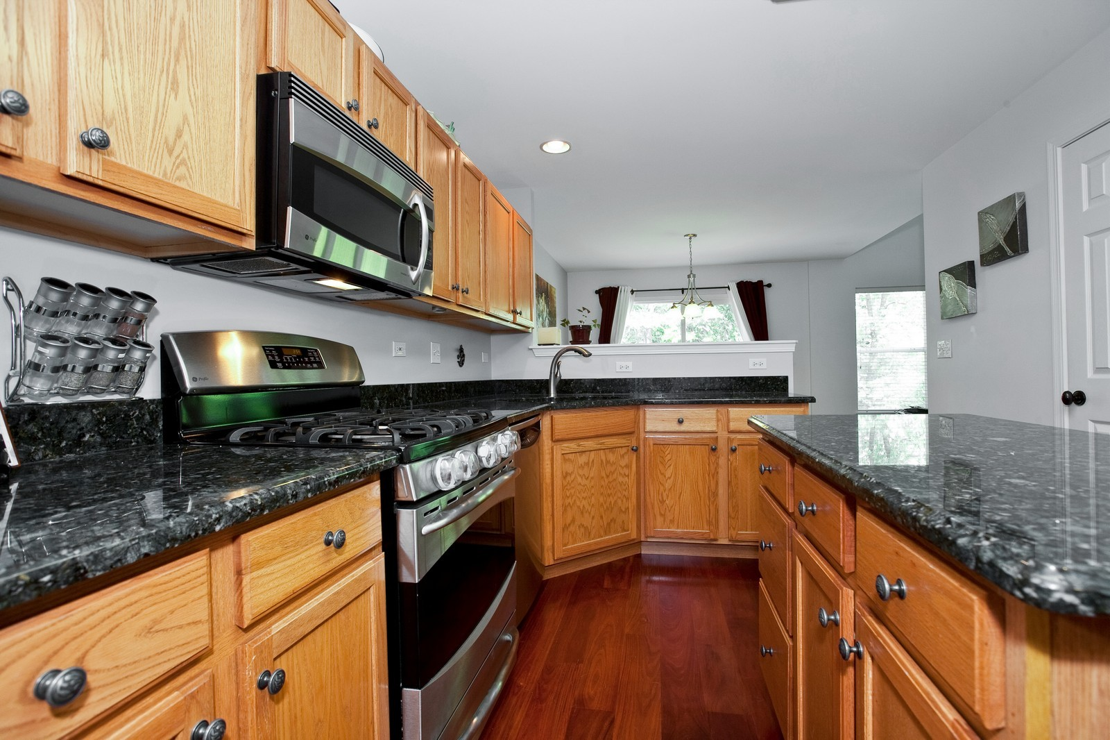 Real Estate Photography - 6131 Wingate, Lisle, IL, 60532 - Kitchen