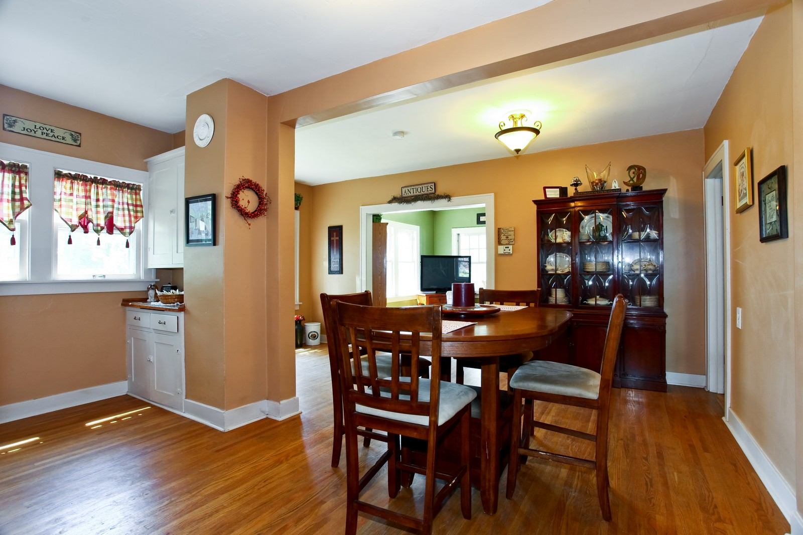 Real Estate Photography - 2N081 Prince Crossing Rd, West Chicago, IL, 60185 - Dining Room