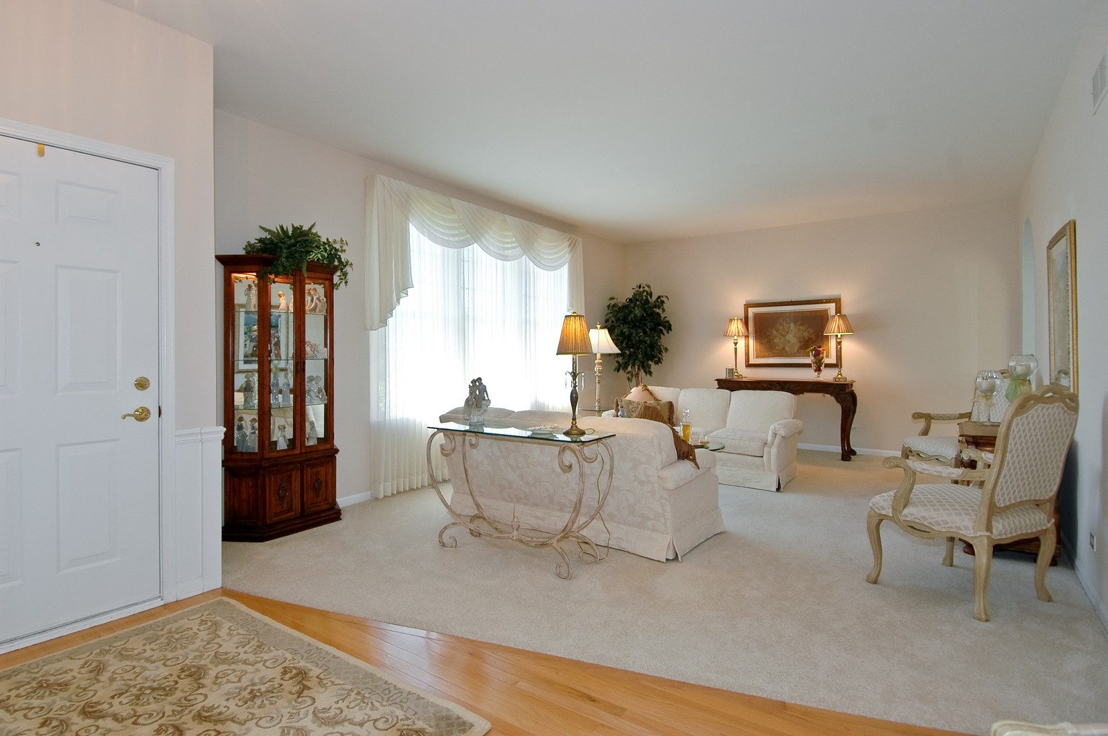 Real Estate Photography - 28 Twickenham, Algonquin, IL, 60102 - Living Room
