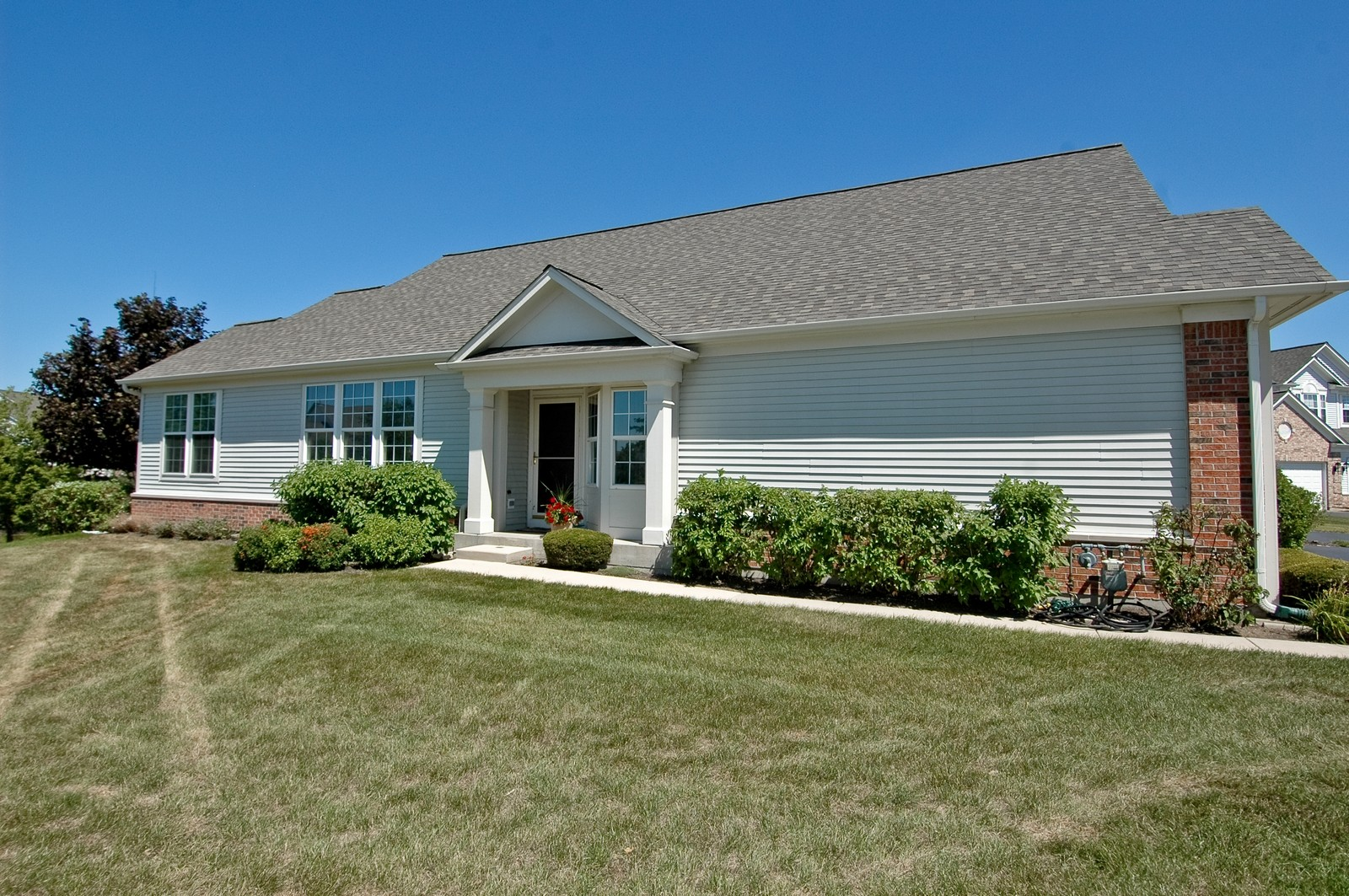 Real Estate Photography - 28 Twickenham, Algonquin, IL, 60102 - Front View