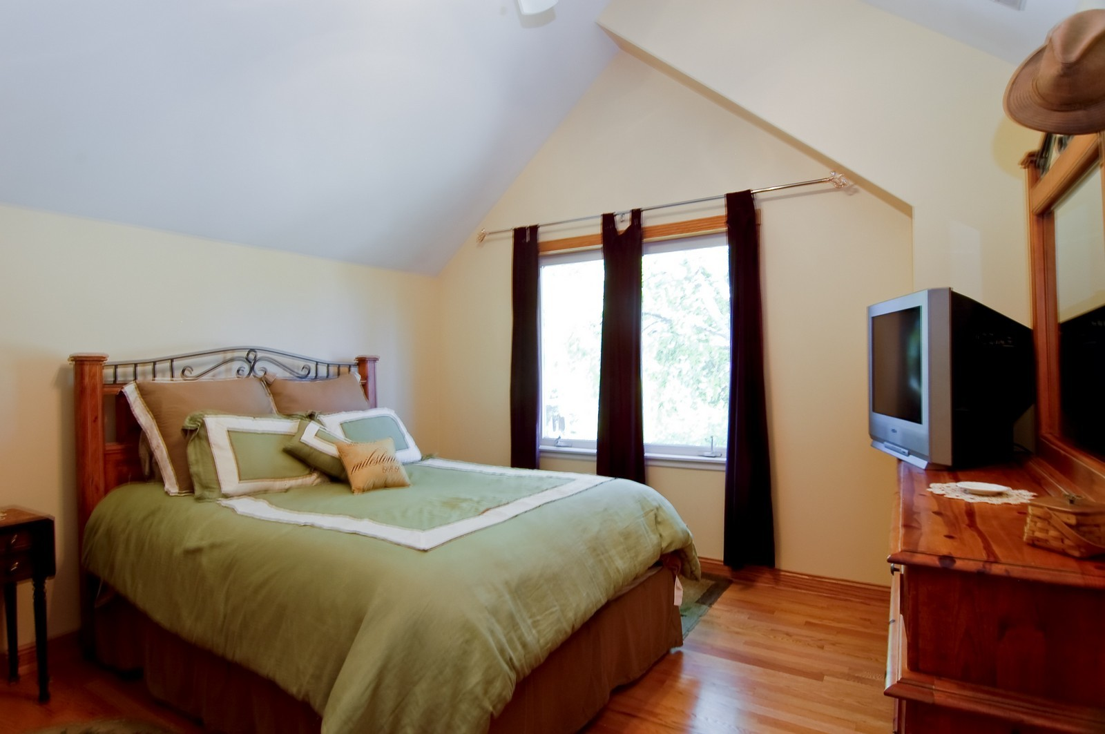 Real Estate Photography - 835 Hill, Glen Ellyn, IL, 60137 - Guest Bedroom