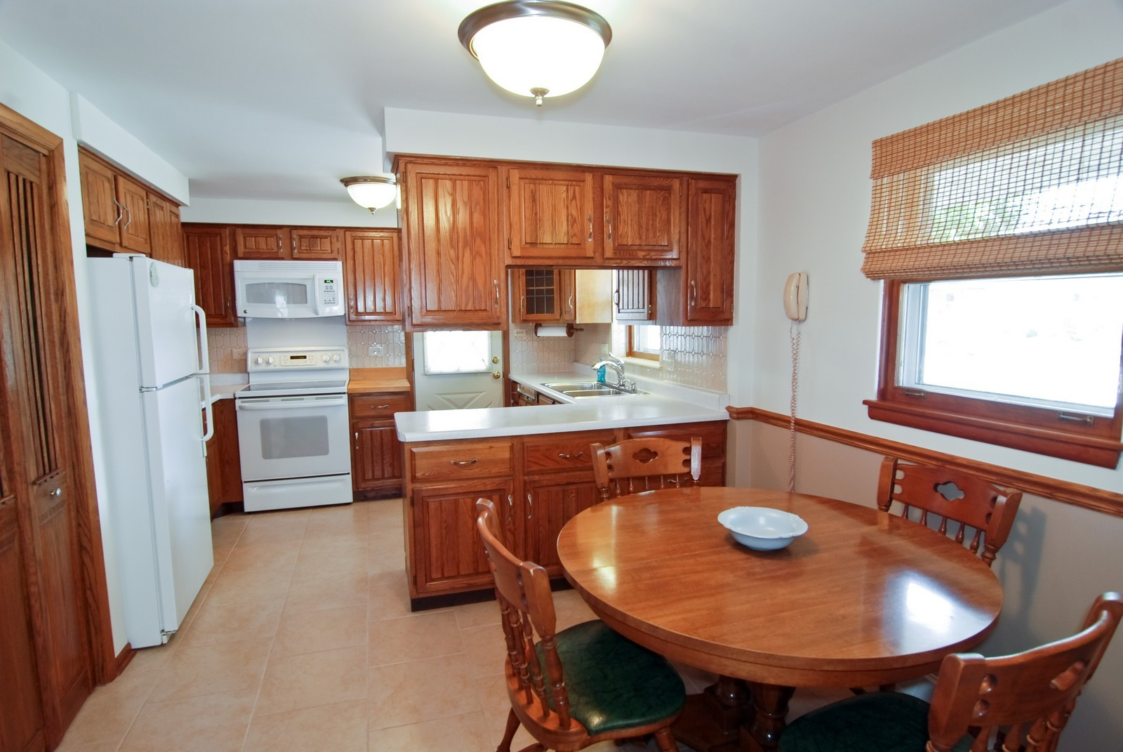Real Estate Photography - 9118 30th Street, Brookfield, IL, 60513 - Kitchen