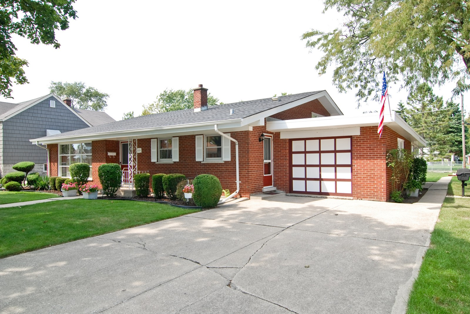 Real Estate Photography - 9118 30th Street, Brookfield, IL, 60513 - Front View