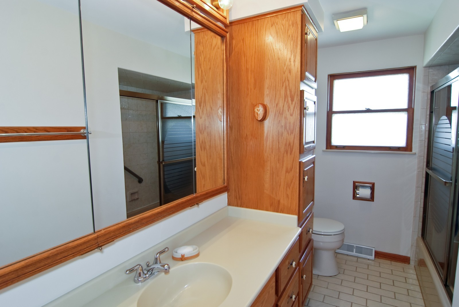 Real Estate Photography - 9118 30th Street, Brookfield, IL, 60513 - Bathroom