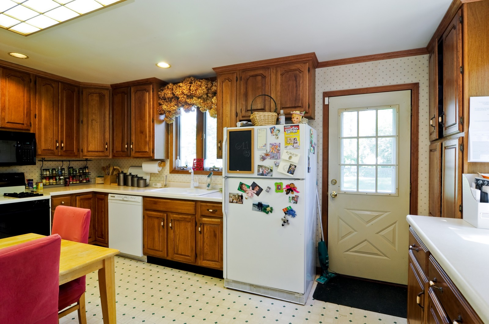 Real Estate Photography - 23823 N Sunset, Lake Zurich, IL, 60047 - Kitchen