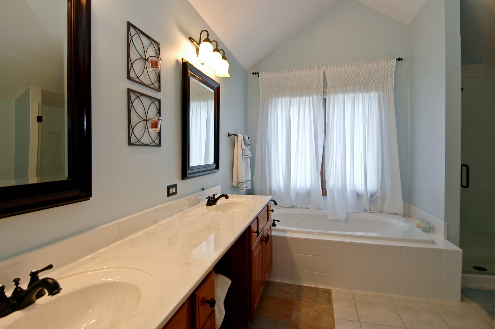 Real Estate Photography - 903 KING JAMES, ST CHARLES, IL, 60174 - Master Bathroom