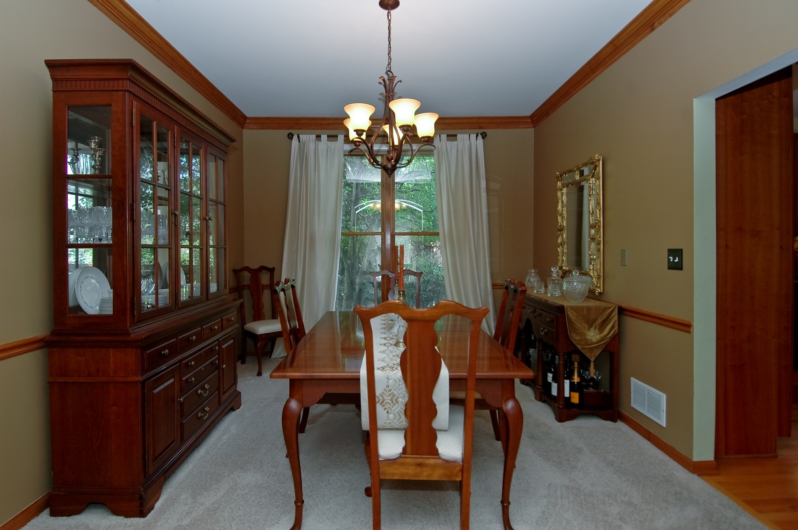 Real Estate Photography - 903 KING JAMES, ST CHARLES, IL, 60174 - Dining Room