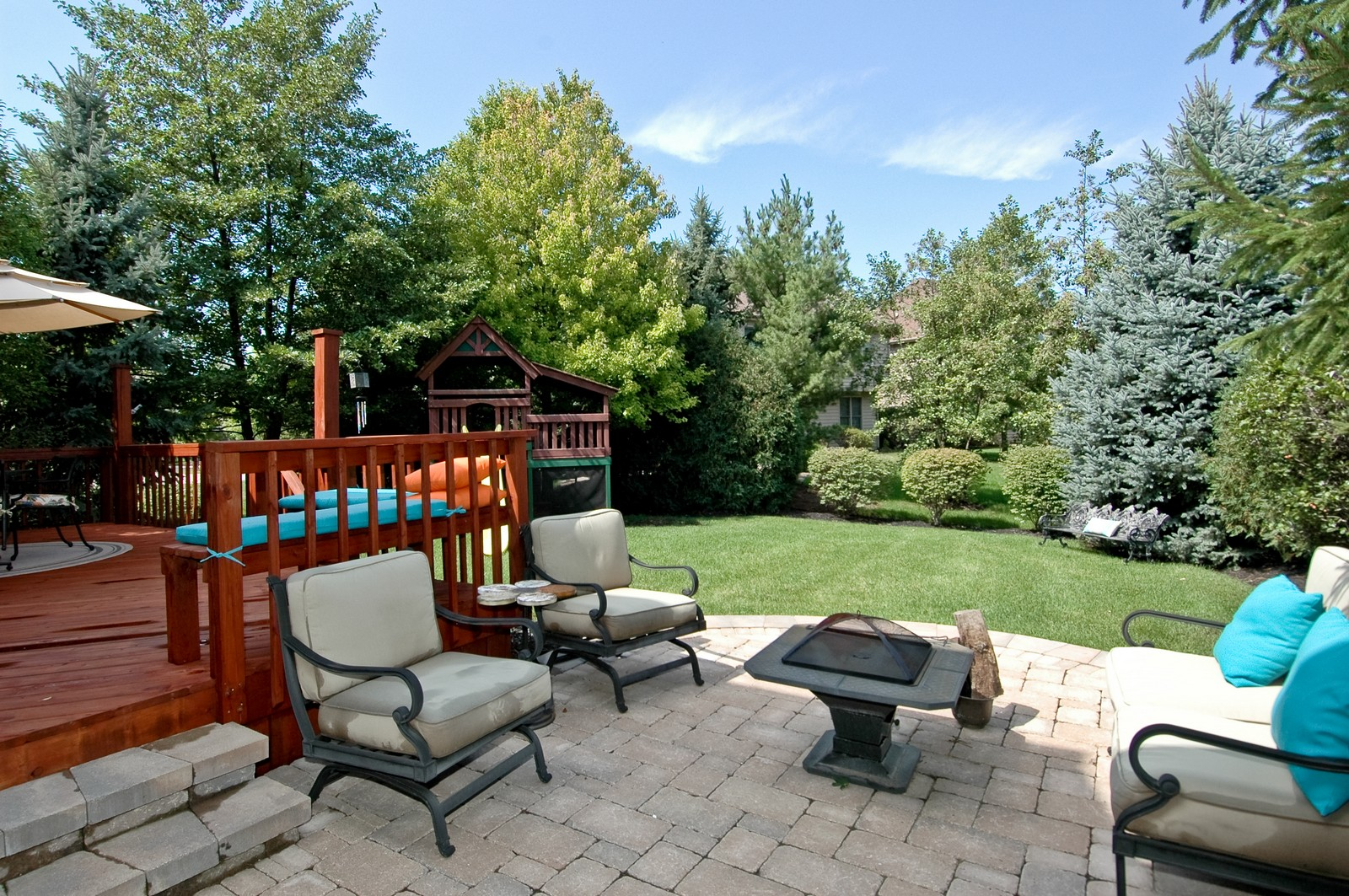 Real Estate Photography - 903 KING JAMES, ST CHARLES, IL, 60174 - Back Yard