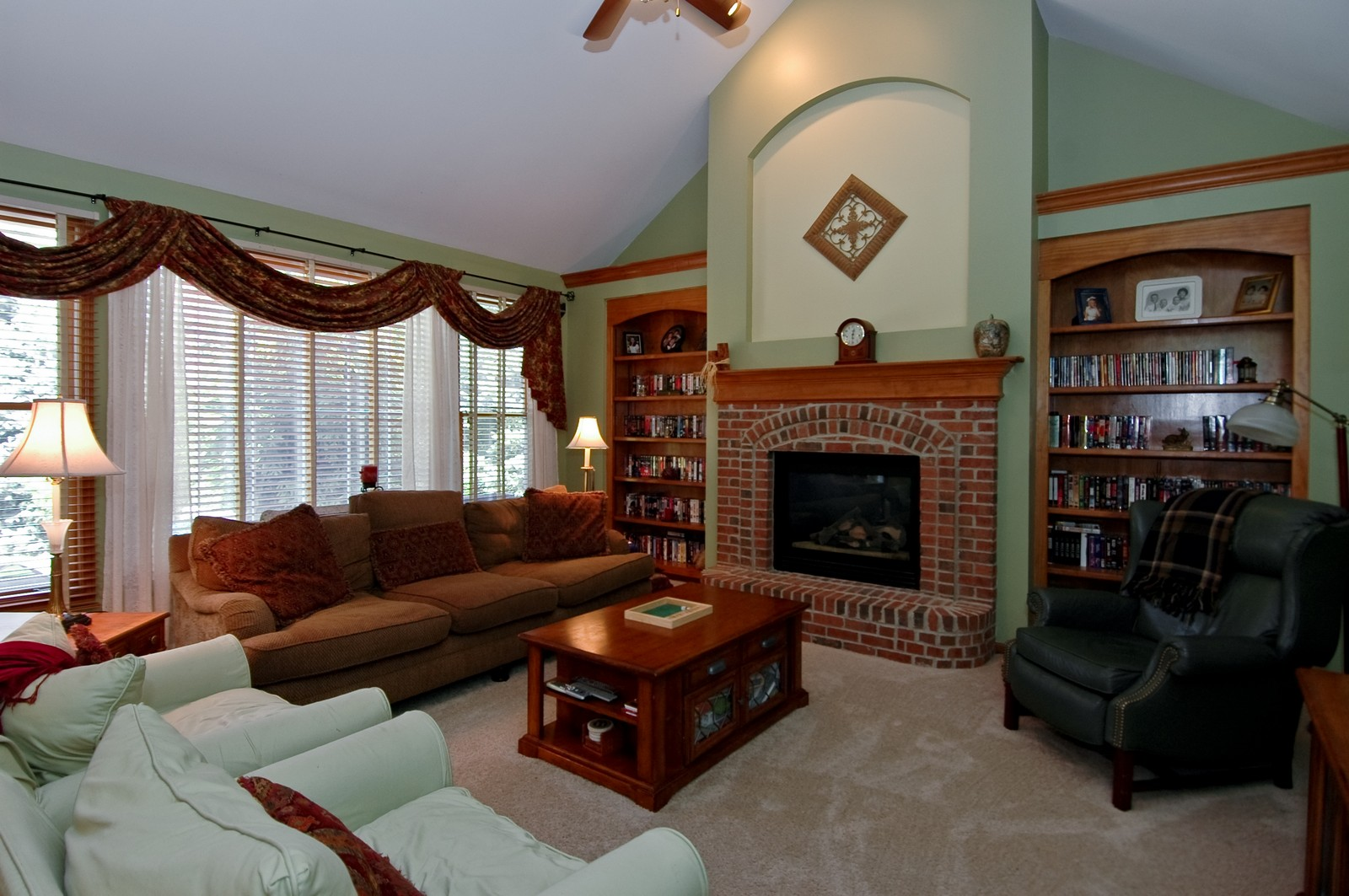 Real Estate Photography - 903 KING JAMES, ST CHARLES, IL, 60174 - Family Room