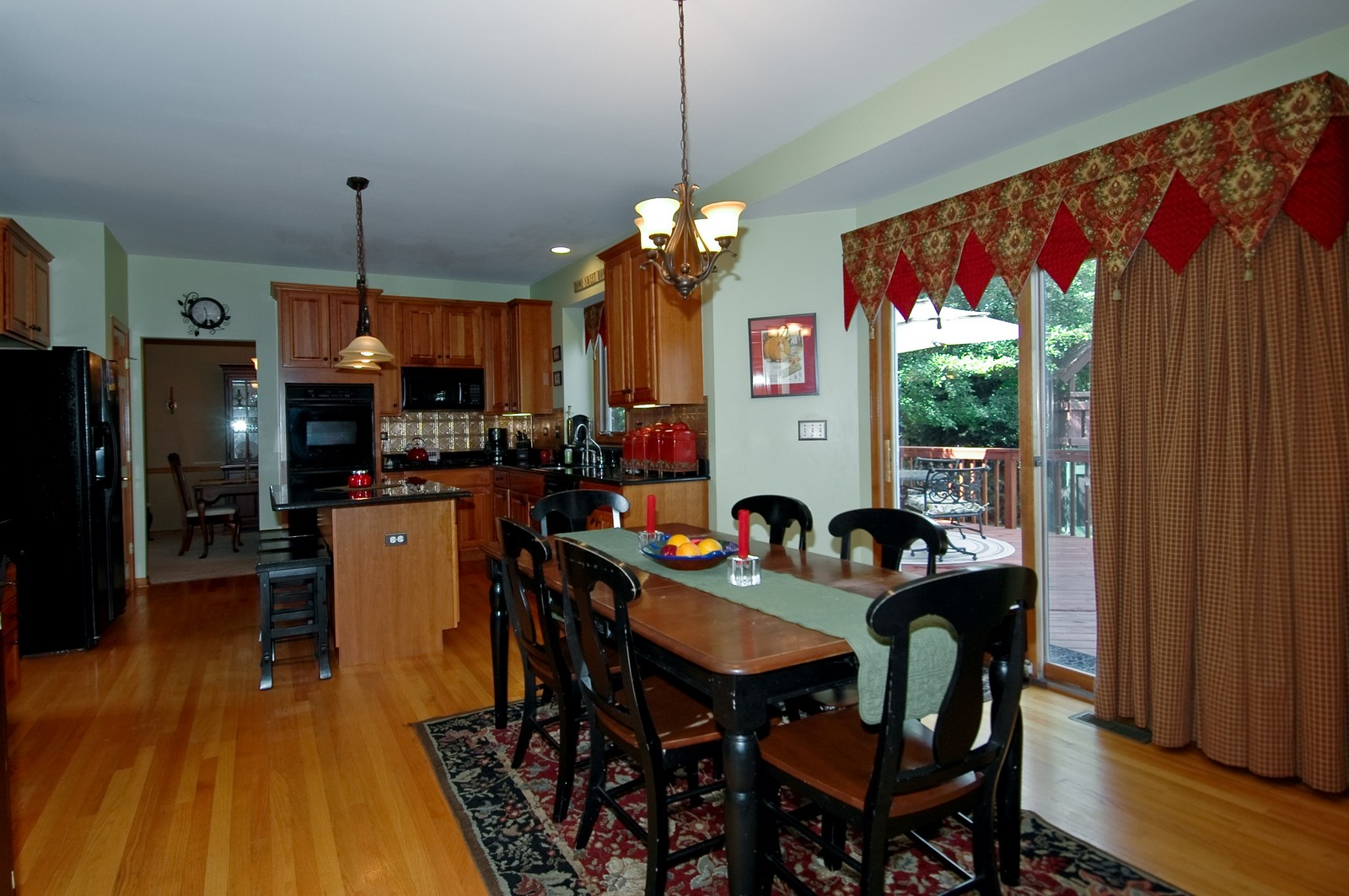 Real Estate Photography - 903 KING JAMES, ST CHARLES, IL, 60174 - Dining Area