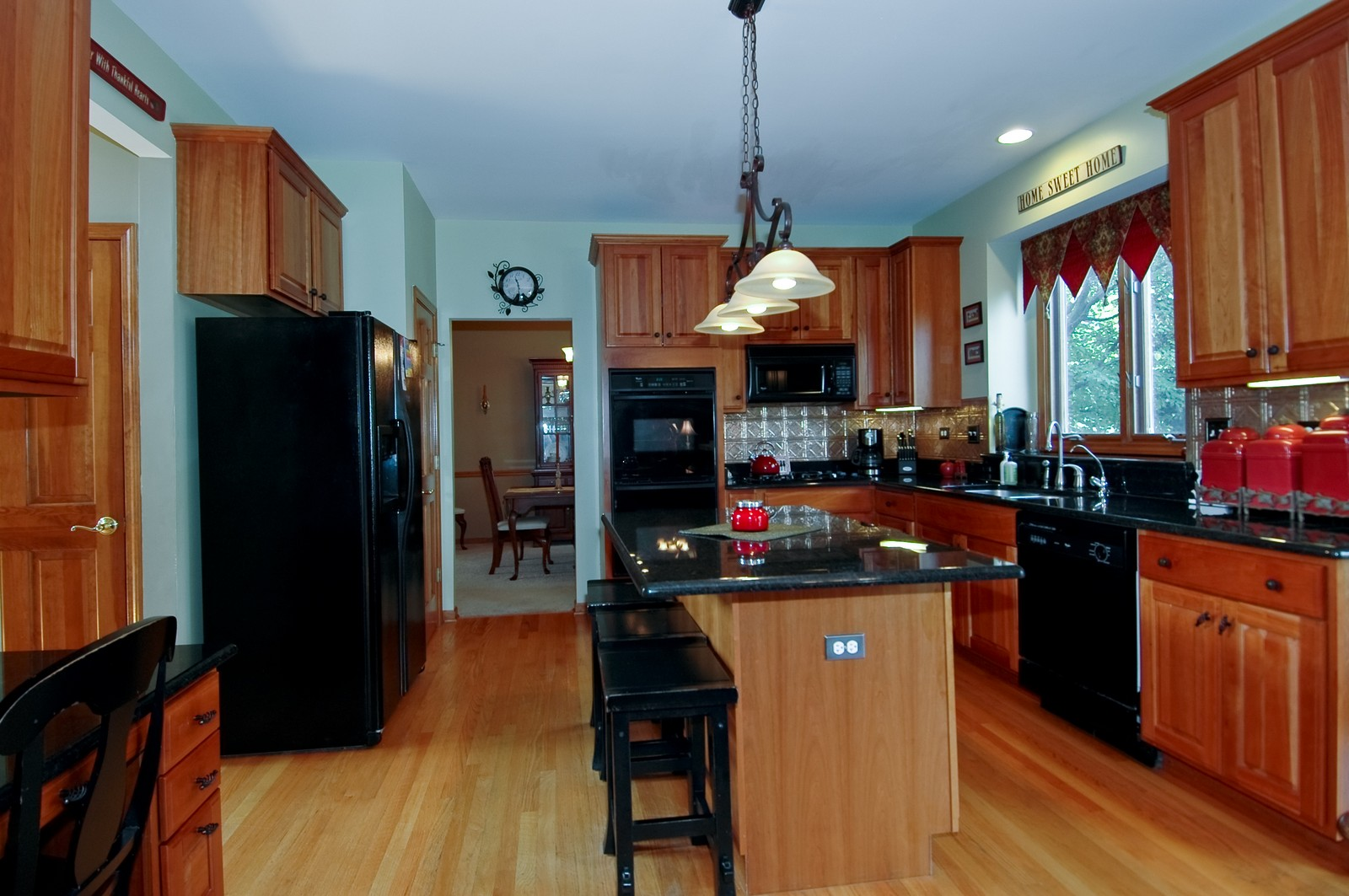 Real Estate Photography - 903 KING JAMES, ST CHARLES, IL, 60174 - Kitchen