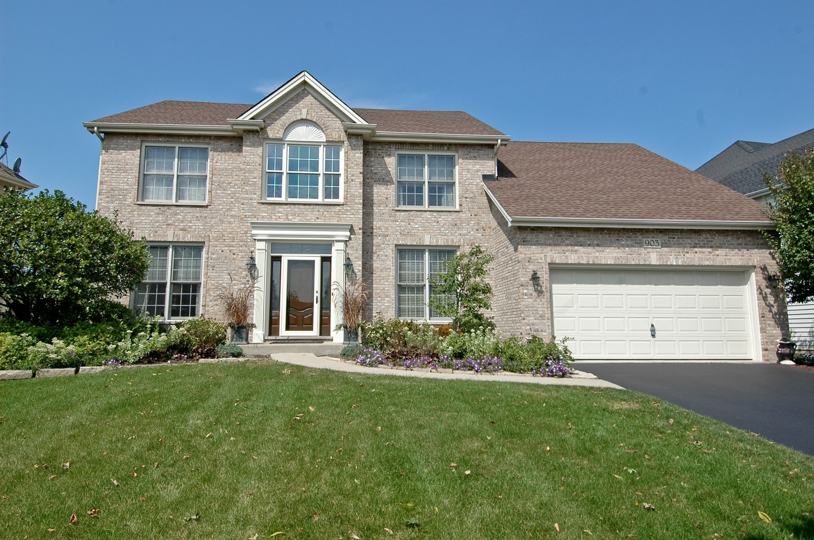 Real Estate Photography - 903 KING JAMES, ST CHARLES, IL, 60174 - Front View