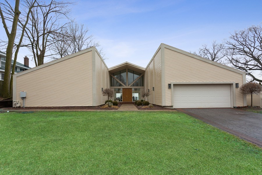 Real Estate Photography - 10946 N SOUTHSHORE DRIVE, SYRACUSE, IN, 46567 - Front View