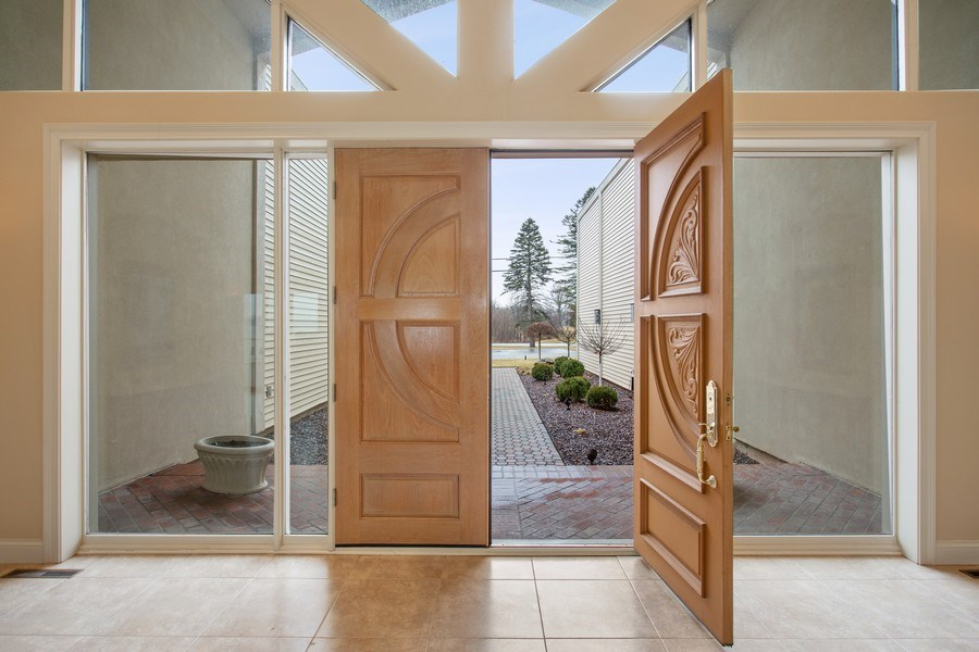 Real Estate Photography - 10946 N SOUTHSHORE DRIVE, SYRACUSE, IN, 46567 - Entryway