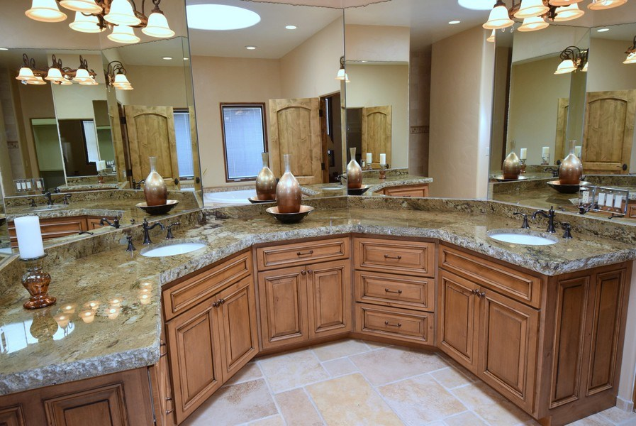 Real Estate Photography - 909 Nicholas Ct, Bernalillo, NM, 87004 - Master Bathroom