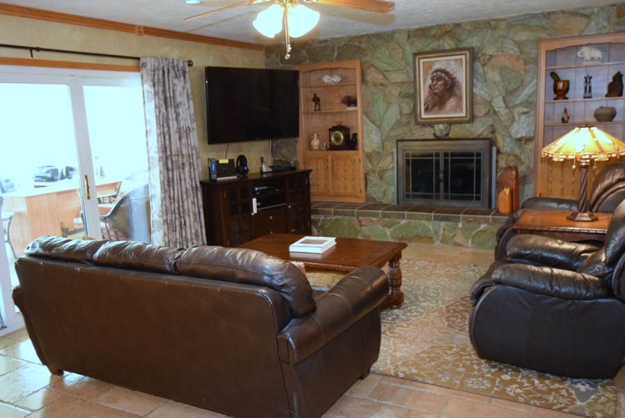 Real Estate Photography - 1419 Catron SE, Albuquerque, NM, 87123 - Family Room