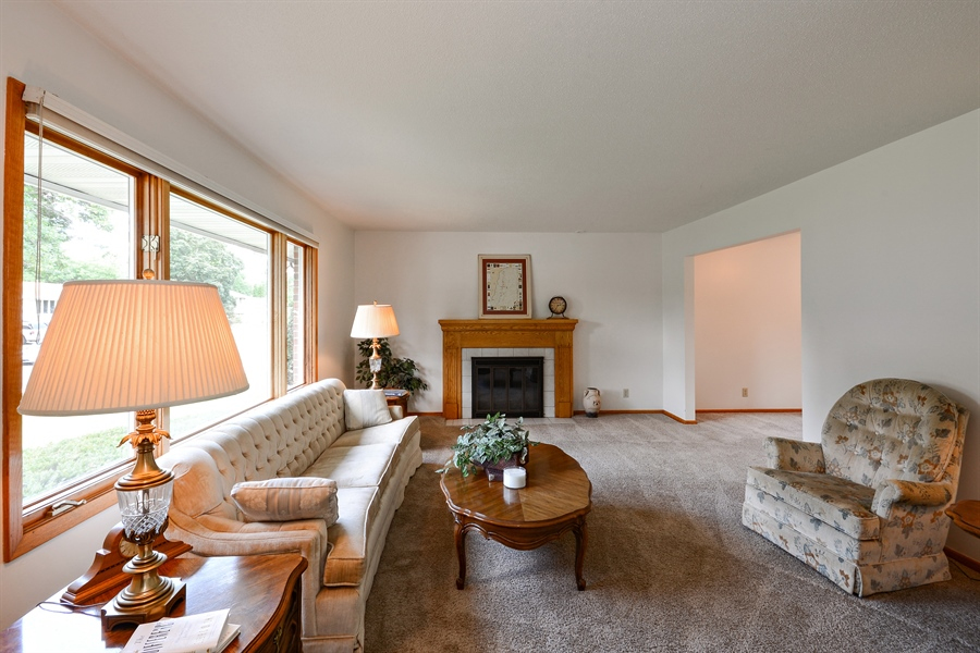 Real Estate Photography - 2001 Sibley Ct, Burnsville, MN, 55337 - Living Room