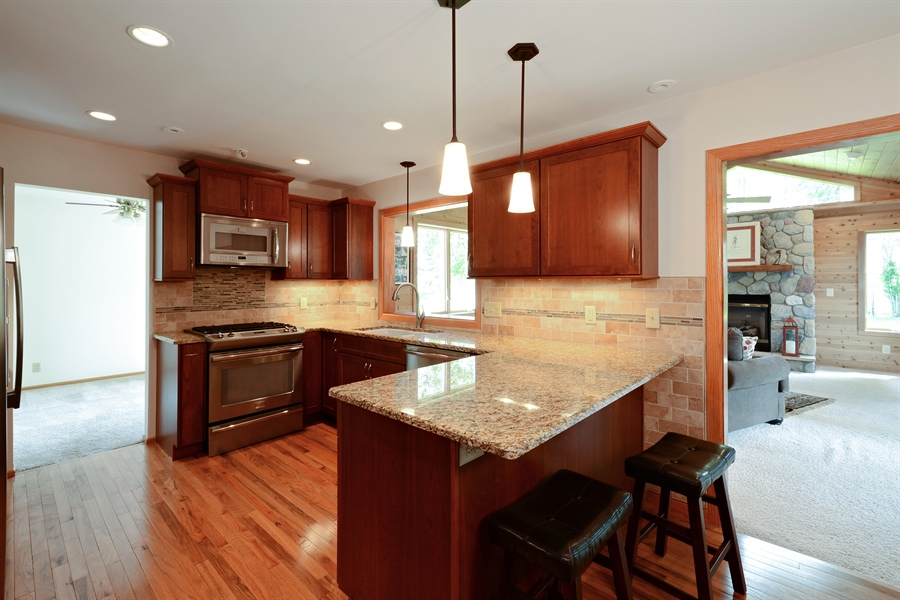 Real Estate Photography - 2001 Sibley Ct, Burnsville, MN, 55337 - Kitchen