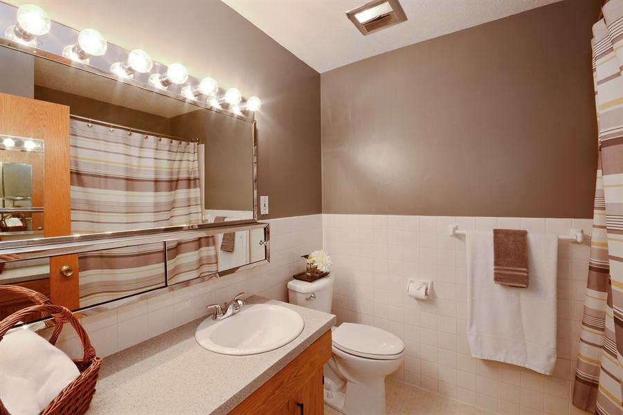 Real Estate Photography - 2001 Sibley Ct, Burnsville, MN, 55337 - Bathroom