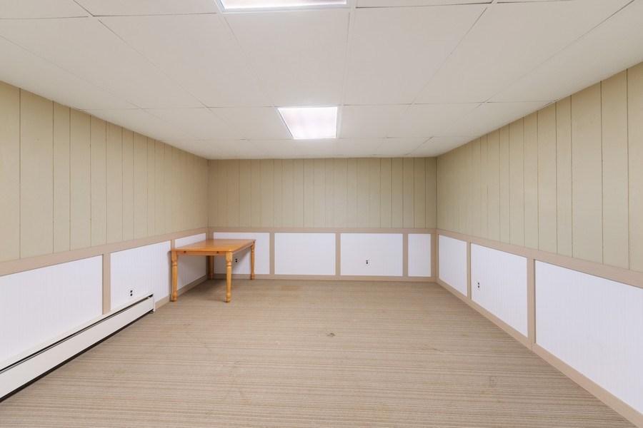 Real Estate Photography - 712 Country Pl, Burnsville, MN, 55337 - Bonus Room