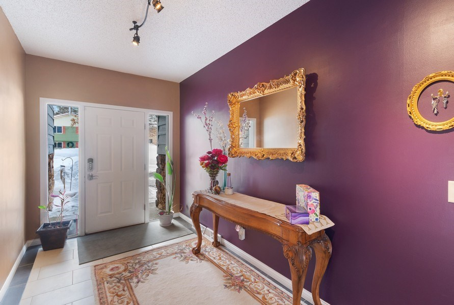 Real Estate Photography - 712 Country Pl, Burnsville, MN, 55337 -