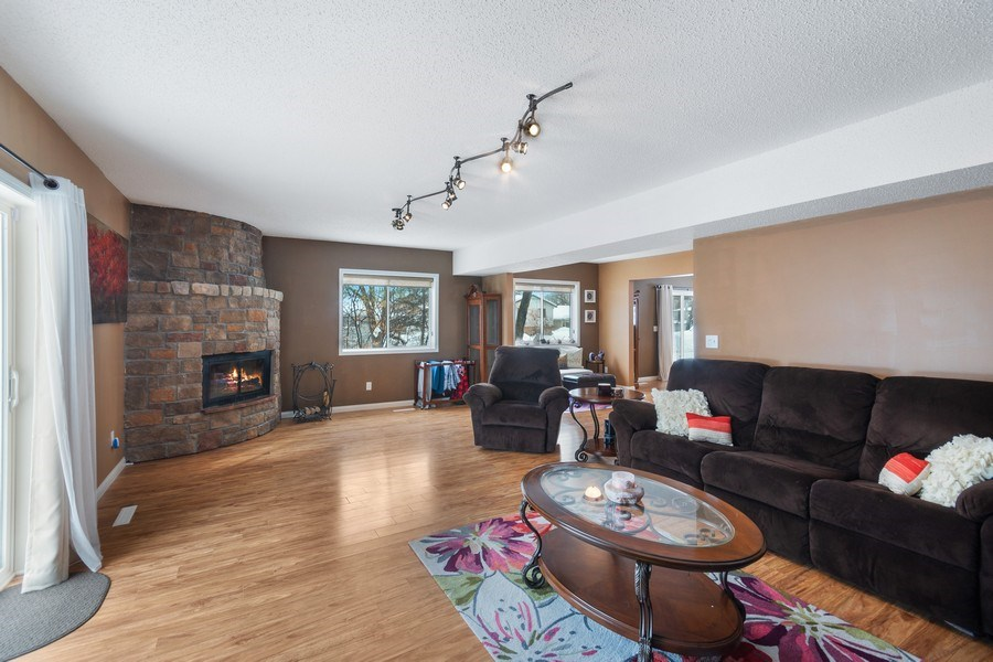 Real Estate Photography - 712 Country Pl, Burnsville, MN, 55337 - Family Room
