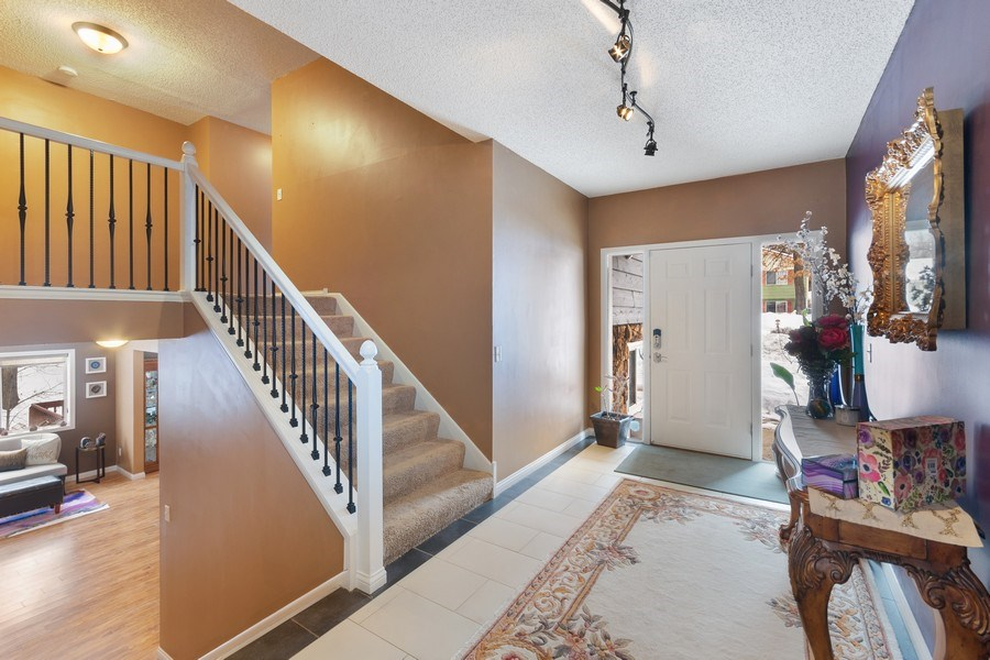 Real Estate Photography - 712 Country Pl, Burnsville, MN, 55337 - Garage