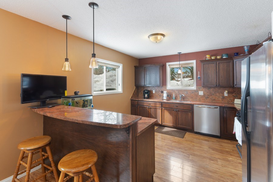 Real Estate Photography - 712 Country Pl, Burnsville, MN, 55337 - Kitchen