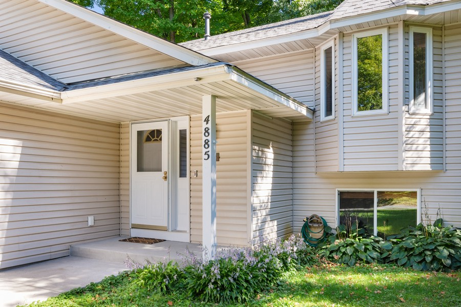 Real Estate Photography - 4885 Rustic Way, Shorewood, MN, 55331 - Entryway