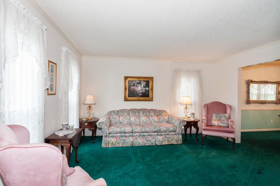 Real Estate Photography - 2100 Kilkenney Hill Rd, Matthews, NC, 28105 - Living Room