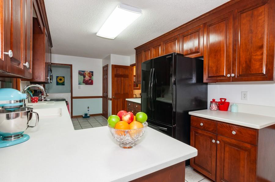Real Estate Photography - 2100 Kilkenney Hill Rd, Matthews, NC, 28105 - Kitchen