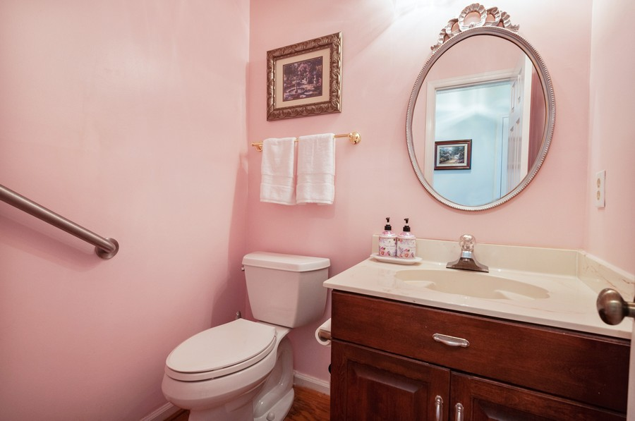 Real Estate Photography - 2100 Kilkenney Hill Rd, Matthews, NC, 28105 - Guest Bath on main level
