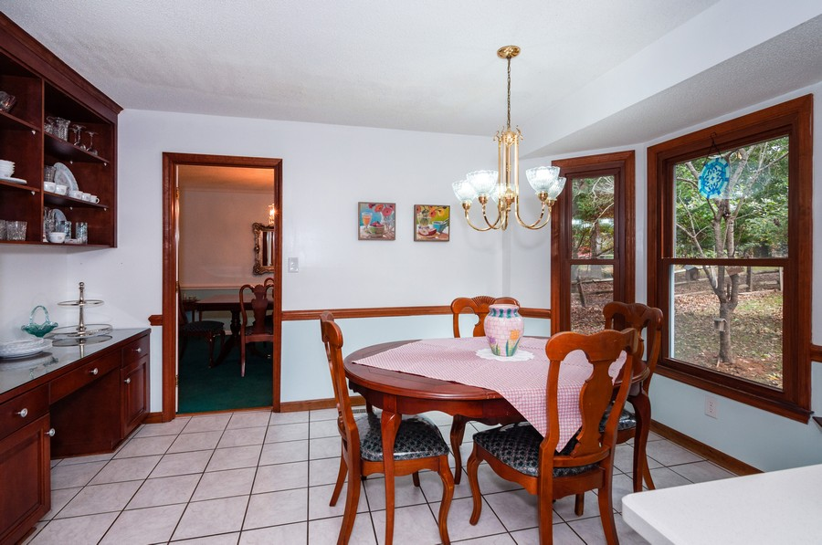 Real Estate Photography - 2100 Kilkenney Hill Rd, Matthews, NC, 28105 - Breakfast Room