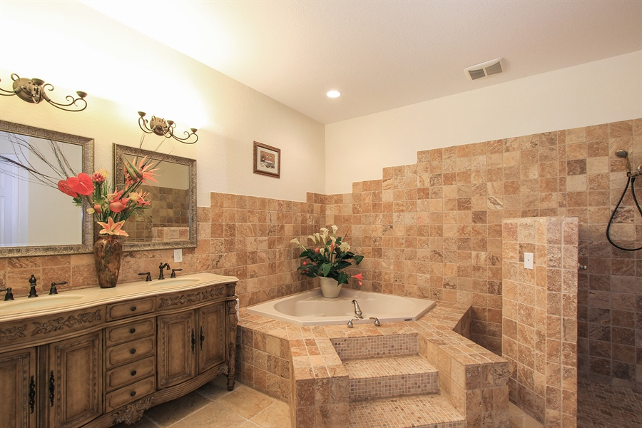 Real Estate Photography - 1930 SE 21st Ter, Cape Coral, FL, 33990 - Second spa like master bath